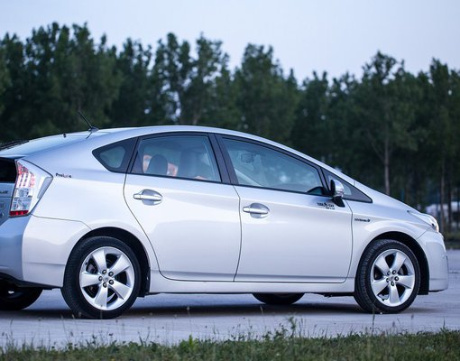 Toyota Prius, Hybrid car hire in Montenegro