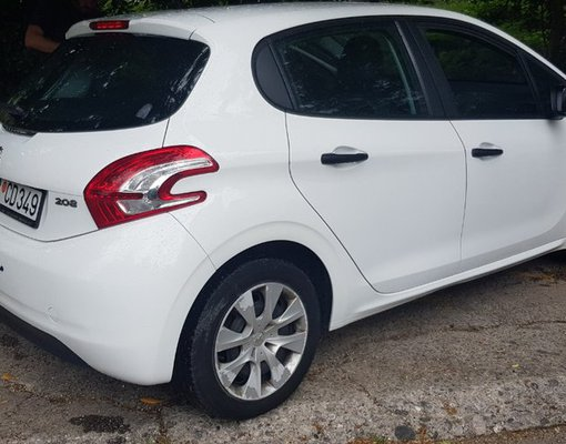 Peugeout 208, Manual for rent in  Bar
