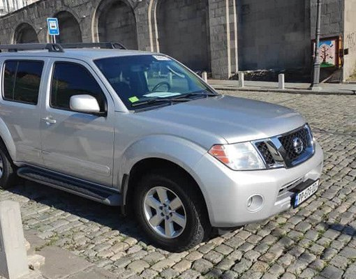 Nissan Pathfinder, Petrol car hire in Georgia