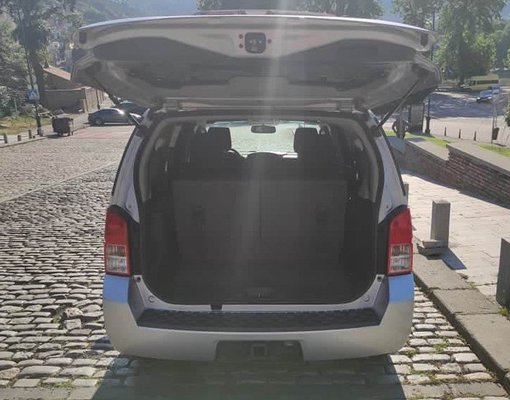 Rent a Nissan Pathfinder in Tbilisi Georgia